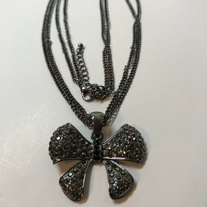 Jewelry - Black bow in double chain necklace